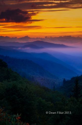 park travel trees sunset sky orange usa mist mountain nature clouds forest sunrise landscape outdoors nationalpark haze scenery view unitedstates tennessee scenic vivid peaceful northcarolina stormy august valley vista remote layers bluehour smoky wilderness peaks range appalachia rugged ridges greatsmokymountains vast mountainrange appalachians brysoncity greatsmokymountainsnationalpark smokys mortonsoverlook
