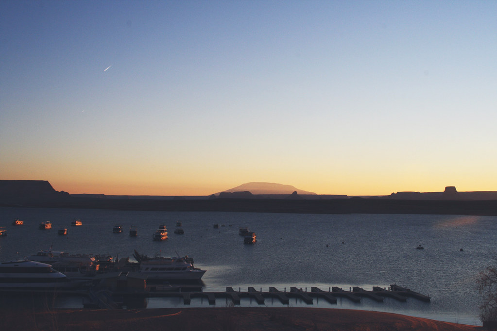 sunrise at lakepowell
