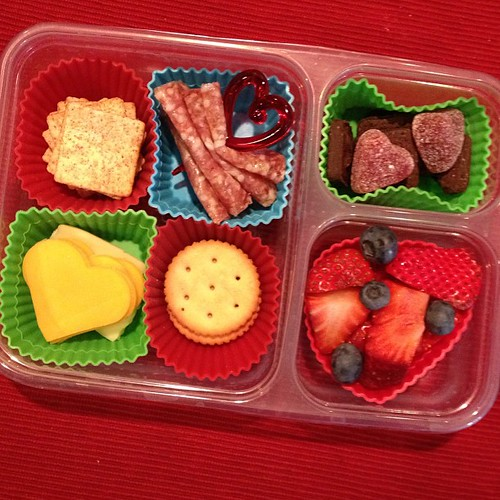 Homemade lunchable #valentinesday #kidslunch #simplysweetscakestudio