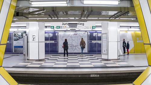 U-Bahn Station Jungfernstieg U4 - Crop - Fuji X-Pro 1