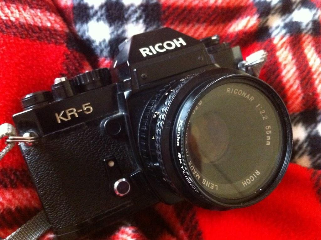 回老家結果翻出老爸的相機是RICOH KR-5!