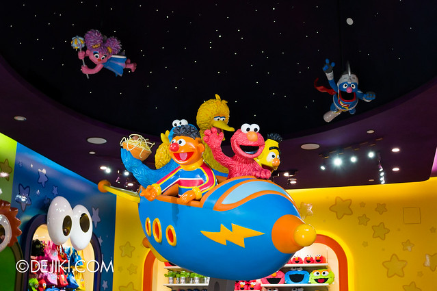 Big Bird's Emporium - Spaceship  and Characters