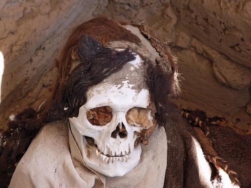 Foto de una de las momias del Cementerio de Chauchilla (Perú)