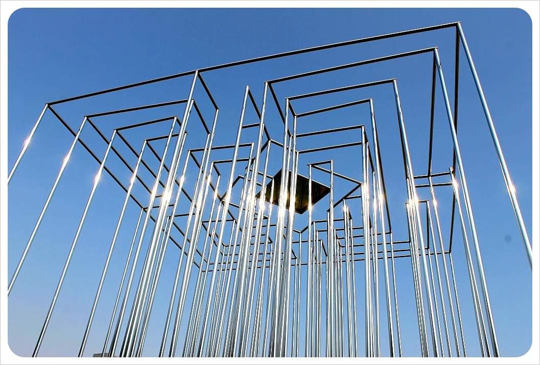santiago sculpture park metal sculpture