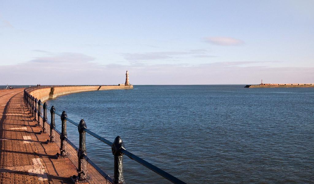 Punainen pipo Roker Pierin majakalla | Sunderland