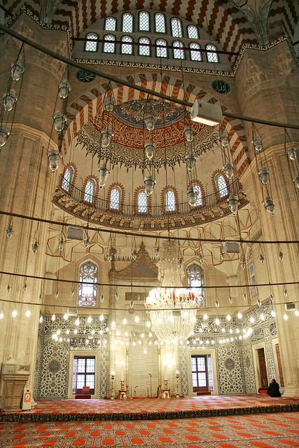Interior of Selimiye Mosque, Edirne, Turkey エディルネ、セリミエ・モスク内部