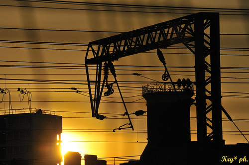 sunset sun london lines yellow industrial tramonto factory railway giallo cables sole londra finsburypark ferrovia industriale linee cavi fabbrica