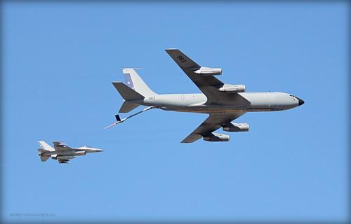 KC-135 STRATOTANKER + F-16 by Pablo C.M || BANCOIMAGENES.CL