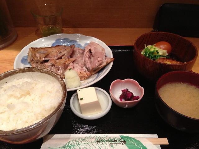 今日の昼ごはん。インドマグロのあご焼きと角煮 at 魚料理 吉成 – View on Path.