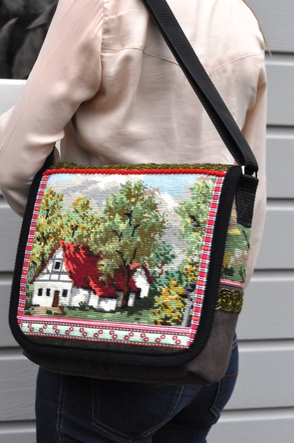 Cottage messenger bag