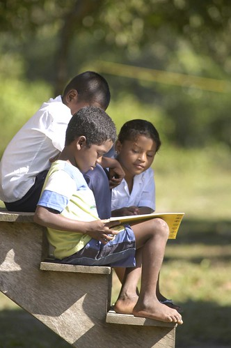 HONDURAS: Children Reading on Step