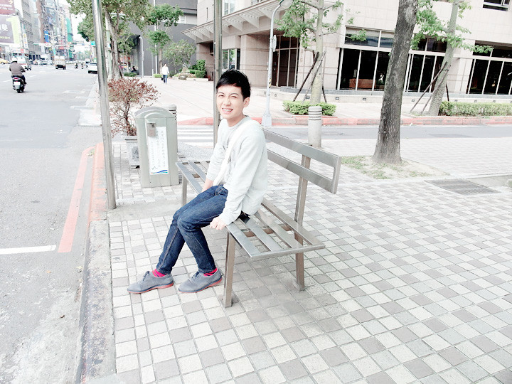 randy at taiwan bus stop