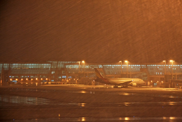 Snowing hard at Incheon International Airport, Seoul, Korea 雪のインチョン空港
