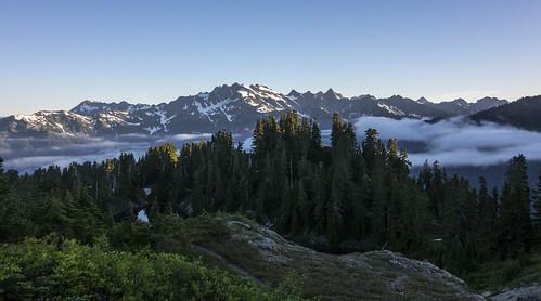 sunrise washington alpine backpacking backcountry olympic olympicnationalpark mountolympus skylinetrail lakebeauty