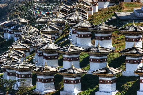bhutan stupa chorten himalaya bt dochela