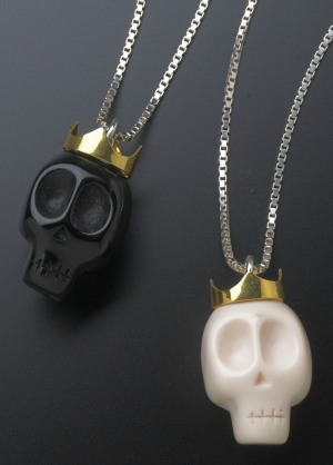 skulls_crowns_necklace
