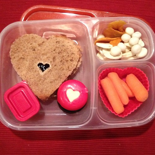 Valentine's lunch with a heart shaped sandwich (last one since we have winter break next week) #kidslunch #easylunchboxes