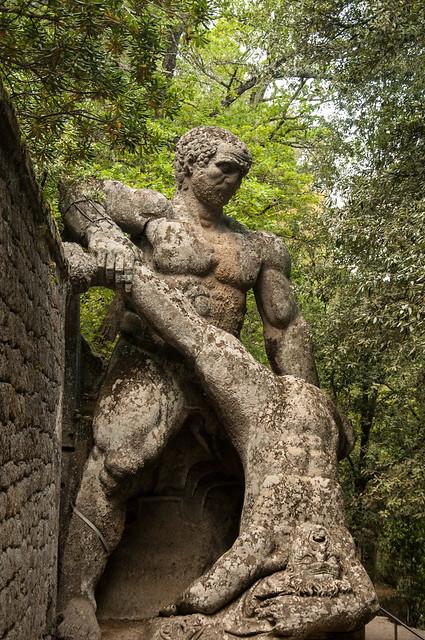 Hercules y Caco. Sacro Bosco de Bomarzo. El parque de los monstruos, Bomarzo, Italia