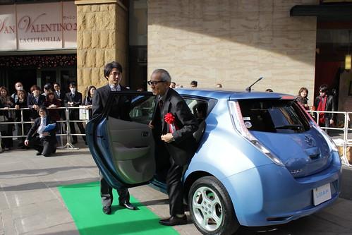 第67回毎日映画コンクール受賞者は日産リーフに乗って登場。写真は夏八木勲さん