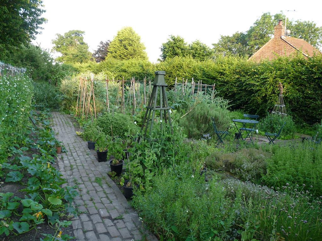 let 39 s make a potager garden 10 edible landscaping designs for inspiration from scratch magazine. Black Bedroom Furniture Sets. Home Design Ideas