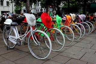 Obraz Sunda Kelapa. old color hat bike bicycle indonesia town colorful vibrant colonial rental jakarta era batavia rent kelapa kota jkt tua sunda kotatua dki konomark