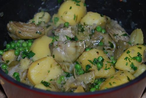 verse artisjokken met aardappeltjes en erwtjes