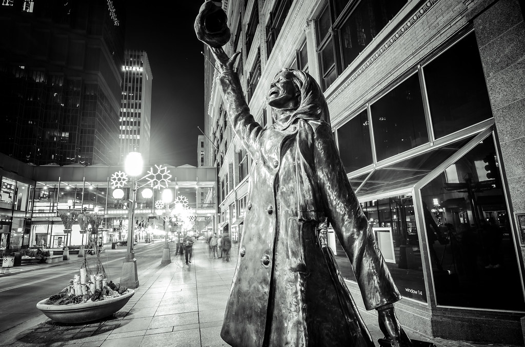 Mary Tyler Moore statue - Minneapolis