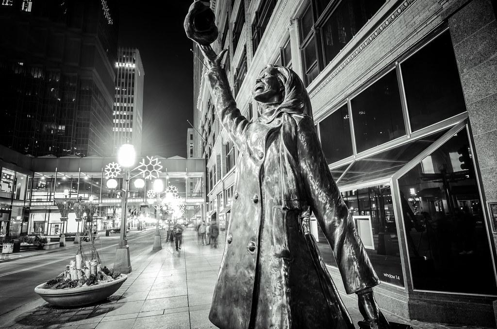 Mary Tyler Moore statue - Minneapolis