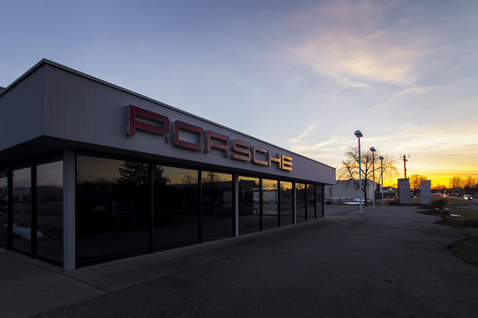 PorscheDealer_001