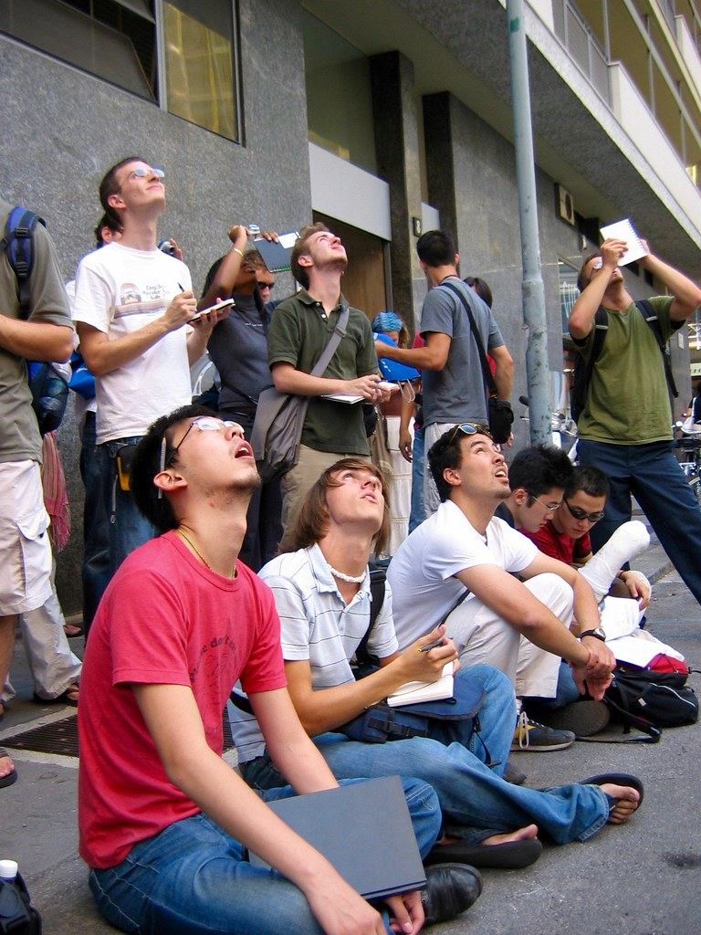 Students from the B.Arch. class of 2006 peering up at Torre Valesca during an excursion to Milan, September 2004.  photo / Troy Rog-Urman (B.Arch. '06)