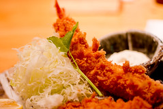 tonkatsu(0.0), meal(1.0), fried food(1.0), fried prawn(1.0), fish(1.0), seafood(1.0), food(1.0), dish(1.0), cuisine(1.0), chinese food(1.0), tempura(1.0),