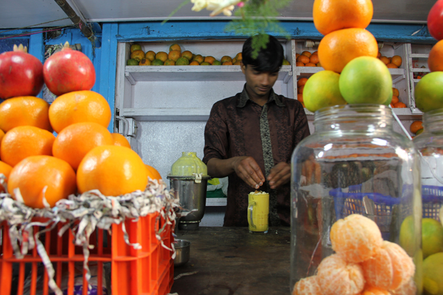 A fruit and juice stall in Kolkata, India