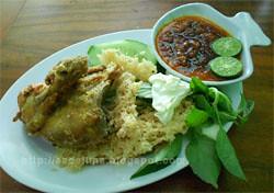 Ayam Goreng Kremes Jl.Pulau Galang @ Denpasar - Bali [http://esdelima.blogspot.com]