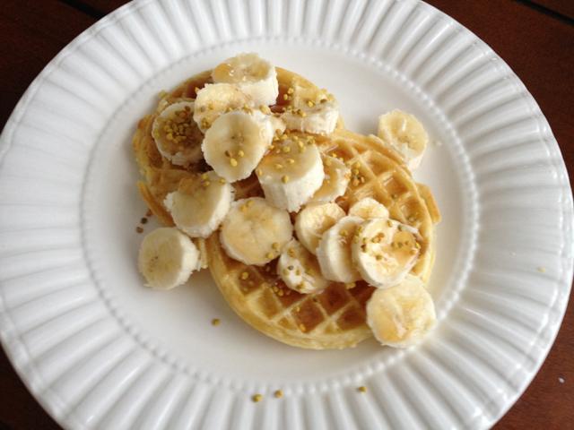 eggos-waffles-banana-bee-pollen