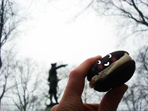 Whoopie pie at statue