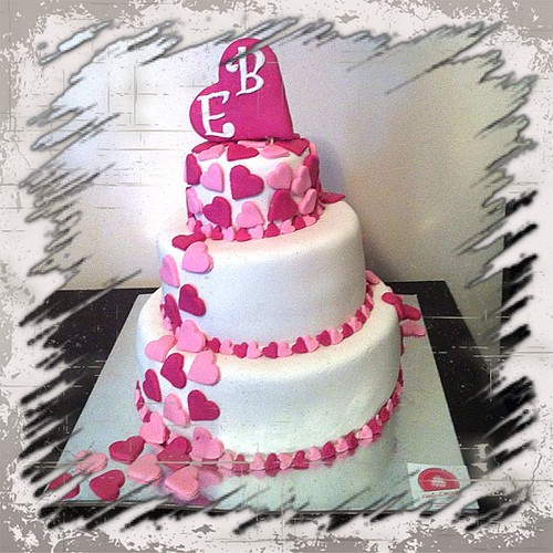 #engagementcake#love#hearts#sugarart #sugarpaste by l'atelier de ronitte