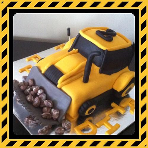 #ismakinesipasta#birthdaycake #3dcake#sugarart #sugarpaste #sekerhamurlupastalar by l'atelier de ronitte