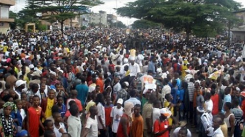 Crowds gather in Guinea-Conakry on February 27, 2013 where clashes took place with police. The country has a history of civil unrest and military intervention since 1984. by Pan-African News Wire File Photos