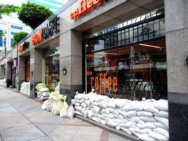 Bangkok Oct 2011 - sandbags for flood