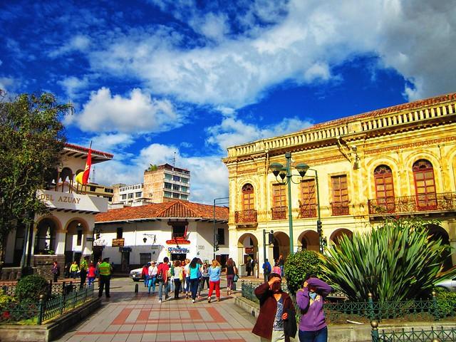 Sunny Parque Calderon