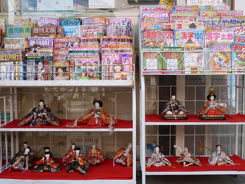 本屋さんにも雛人形 @ かつうらビッグひな祭り