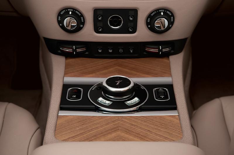 2014 Rolls-Royce Wraith control