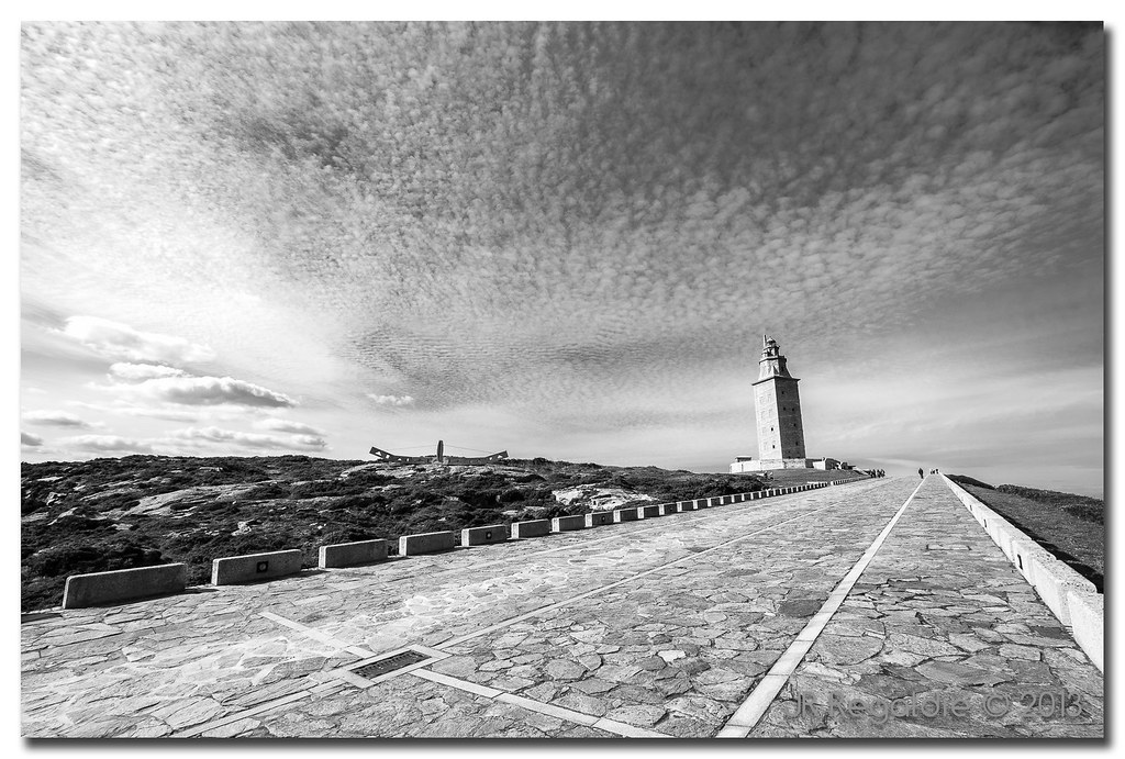 Cielo y torre by JR Regaldie Photo