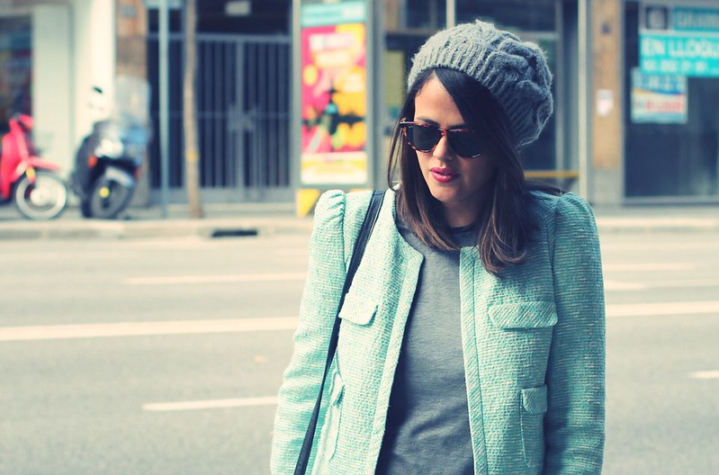 Look blazer azul + gorro gris - Monicositas 6