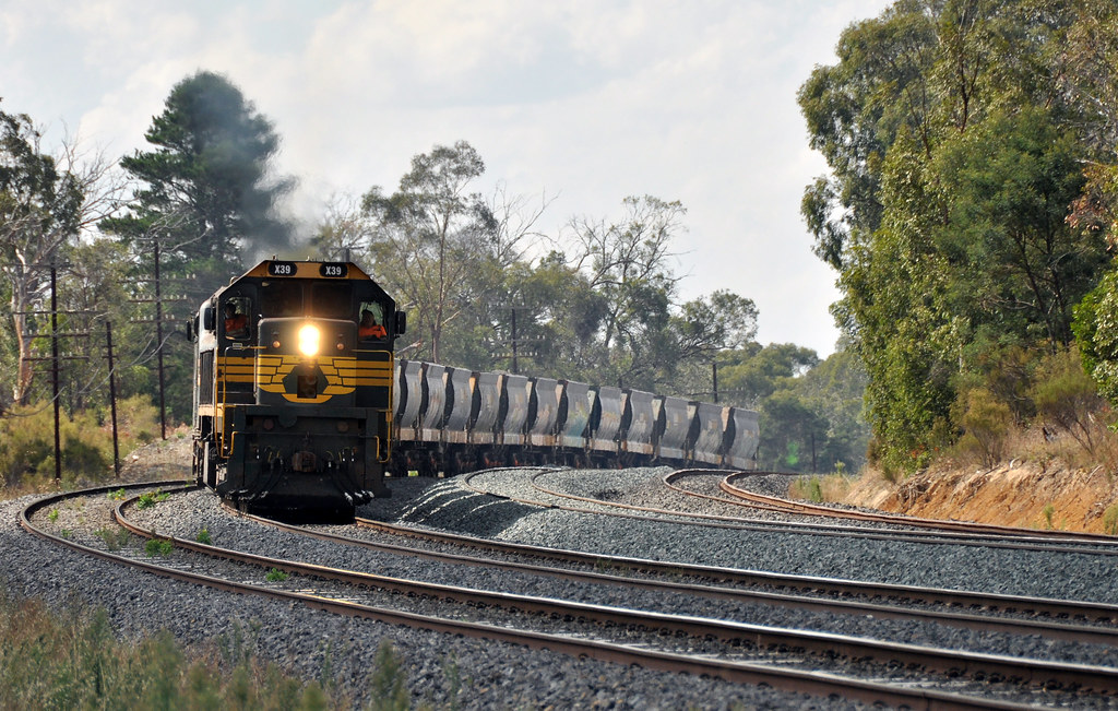 X39+A71 up apex near kilmore east 20/3/2013 by roreeves