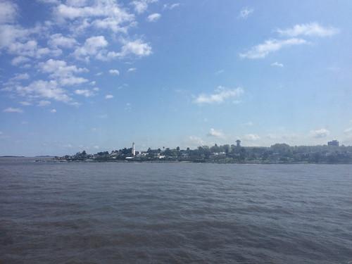 Buenos Aires: trajet de Colonia à Buenos Aires à bord d'un ferry. Vue sur Colonia.