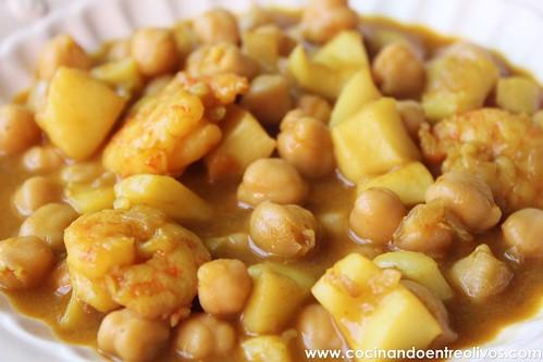 Garbanzos con choco y langostinos www.cocinandoentreolivos (17)
