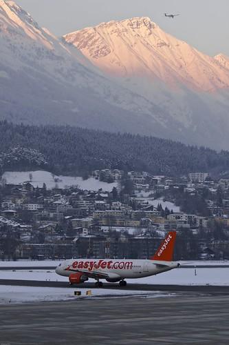 sunset cold airplane airport inn aircraft airbus flughafen lowi flugzeug innsbruck easyjet a320 a320214 geztg