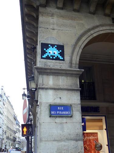 rue des pyramides.jpg