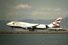 Boeing 747-400,  British Airways, makes a smokin' arrival!